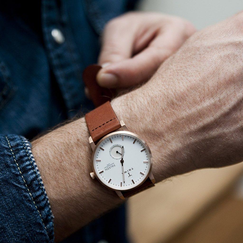 Pour une homme : Une belle montre pour lire l'heure avec élégance