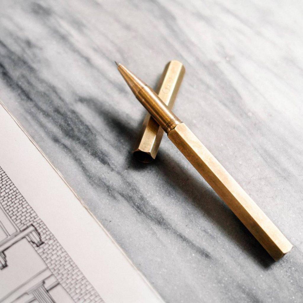 Un stylo de luxe pour signatures importantes