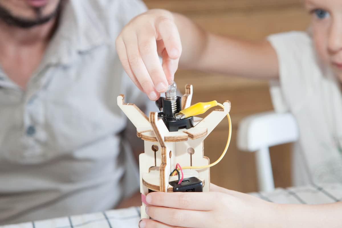 kit scientifique lampe torche apprendre l 39 lectricit d s l 39 enfance. Black Bedroom Furniture Sets. Home Design Ideas