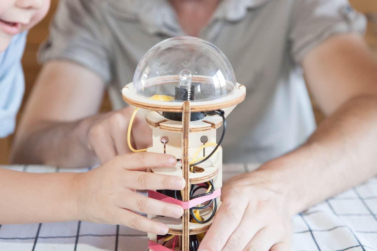 Kit scientifique lampe torche apprendre l 39 lectricit for Combien coute l electricite