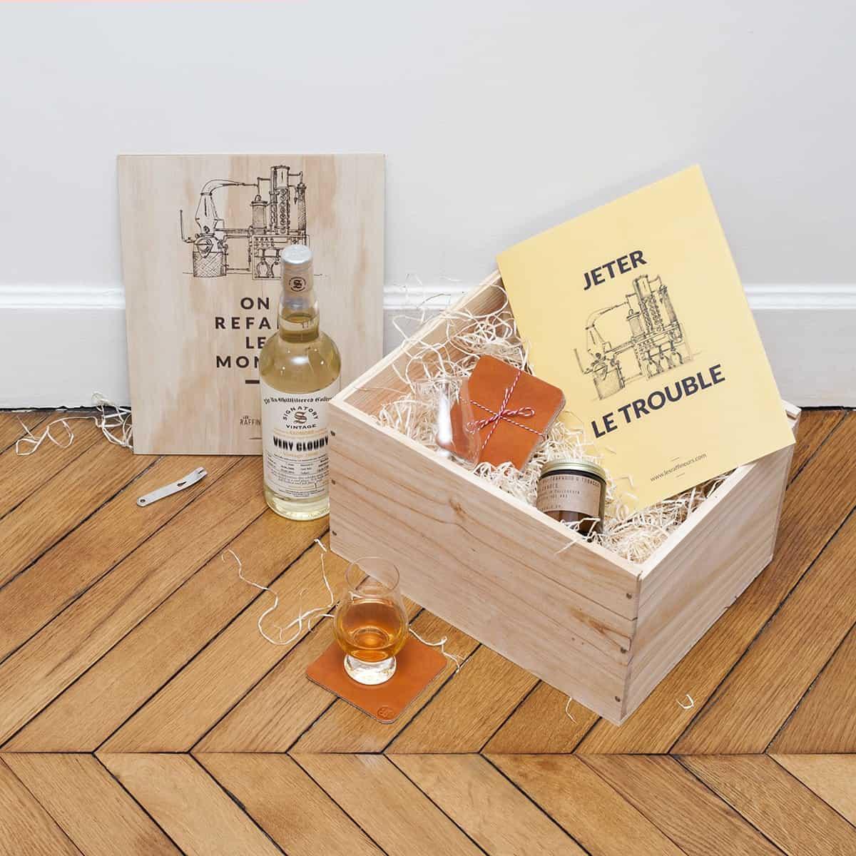 caisse de d gustation de whisky un crin en bois pour une exp rience de d gustation. Black Bedroom Furniture Sets. Home Design Ideas