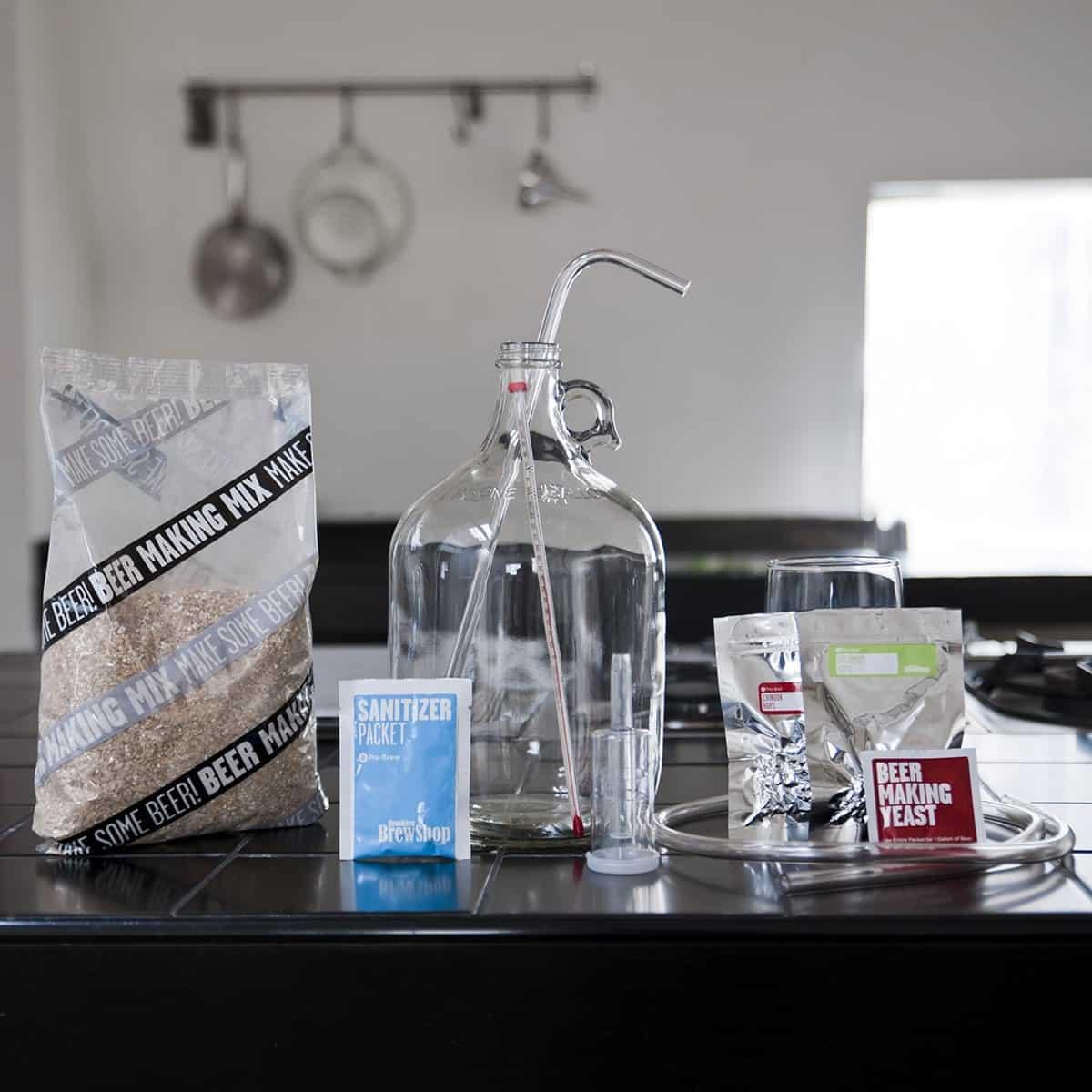 le kit de fabrication de bi re pour brasser sa bi re soit m me. Black Bedroom Furniture Sets. Home Design Ideas