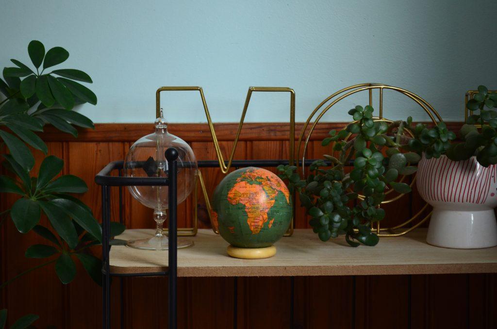 mini globe terrestre sur socle