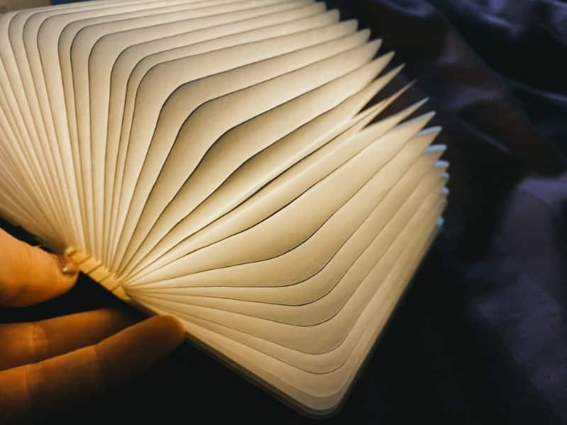la lampe livre totalement ouverte