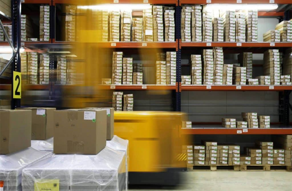 Un stock de Box chez un logisticien