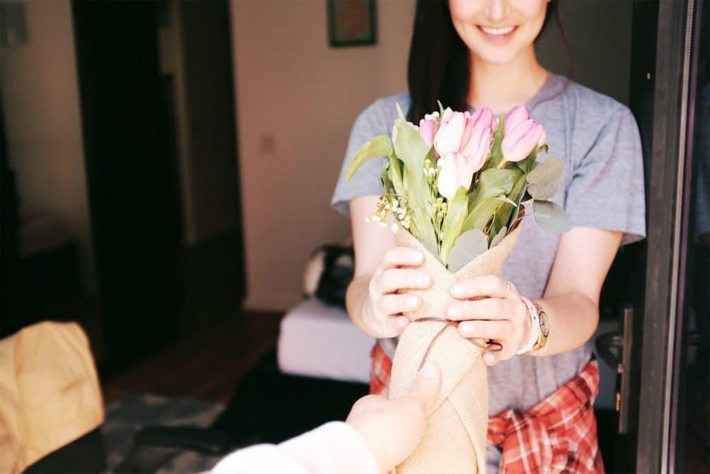 Une livraison de fleurs avec Florajet : un cadeau idéal pour une femme de 30 ans